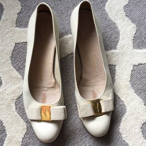 Salvatore Ferragamo Cream Bow Heels Size 6 1/2 AA